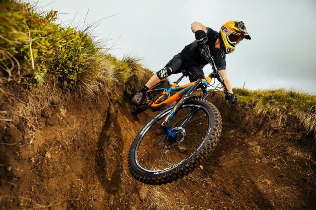 Michelin Wild Enduro in movimento in discesa su bici sterrato