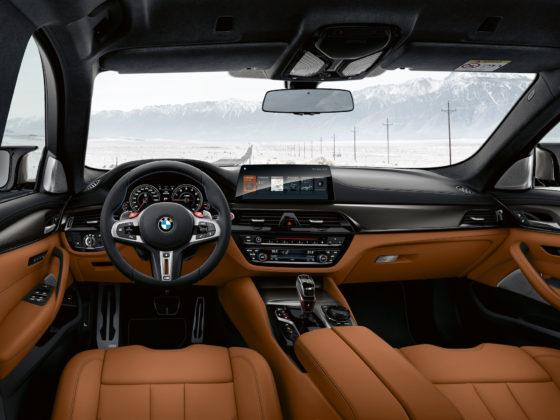 BMW M5 competition dettaglio visione guidatore