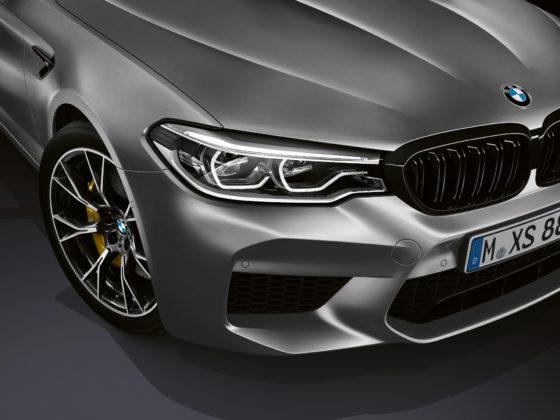 BMW M5 competition dettaglio gomma anteriore destra e faro