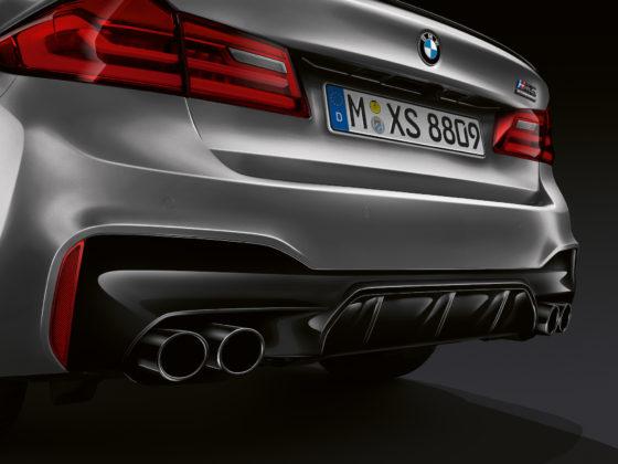 BMW M5 competition dettaglio scarichi bagagliaio e faro
