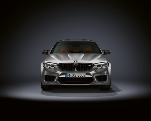 BMW M5 competition frontale statica grigia