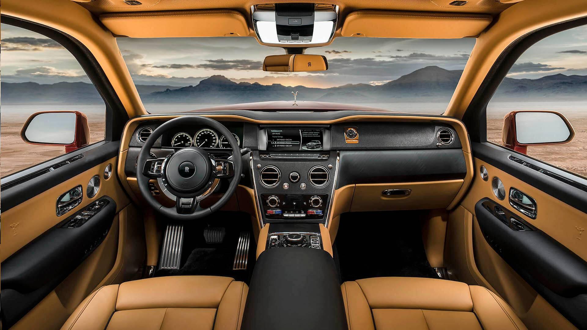 Rolls Royce Cullinan plancia pelle schermo multimediale