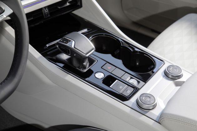 Volkswagen Touareg 2018 dettaglio cambio automatico