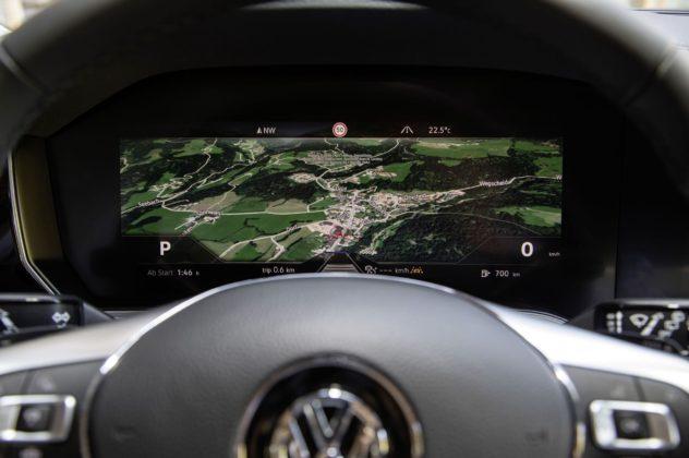 Volkswagen Touareg 2018 dettaglio cruscotto navigatore