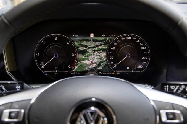 Volkswagen Touareg 2018 dettaglio cruscotto guidatore
