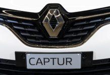 Renault Captur Sport Edition dettaglio logo renault e portatarga