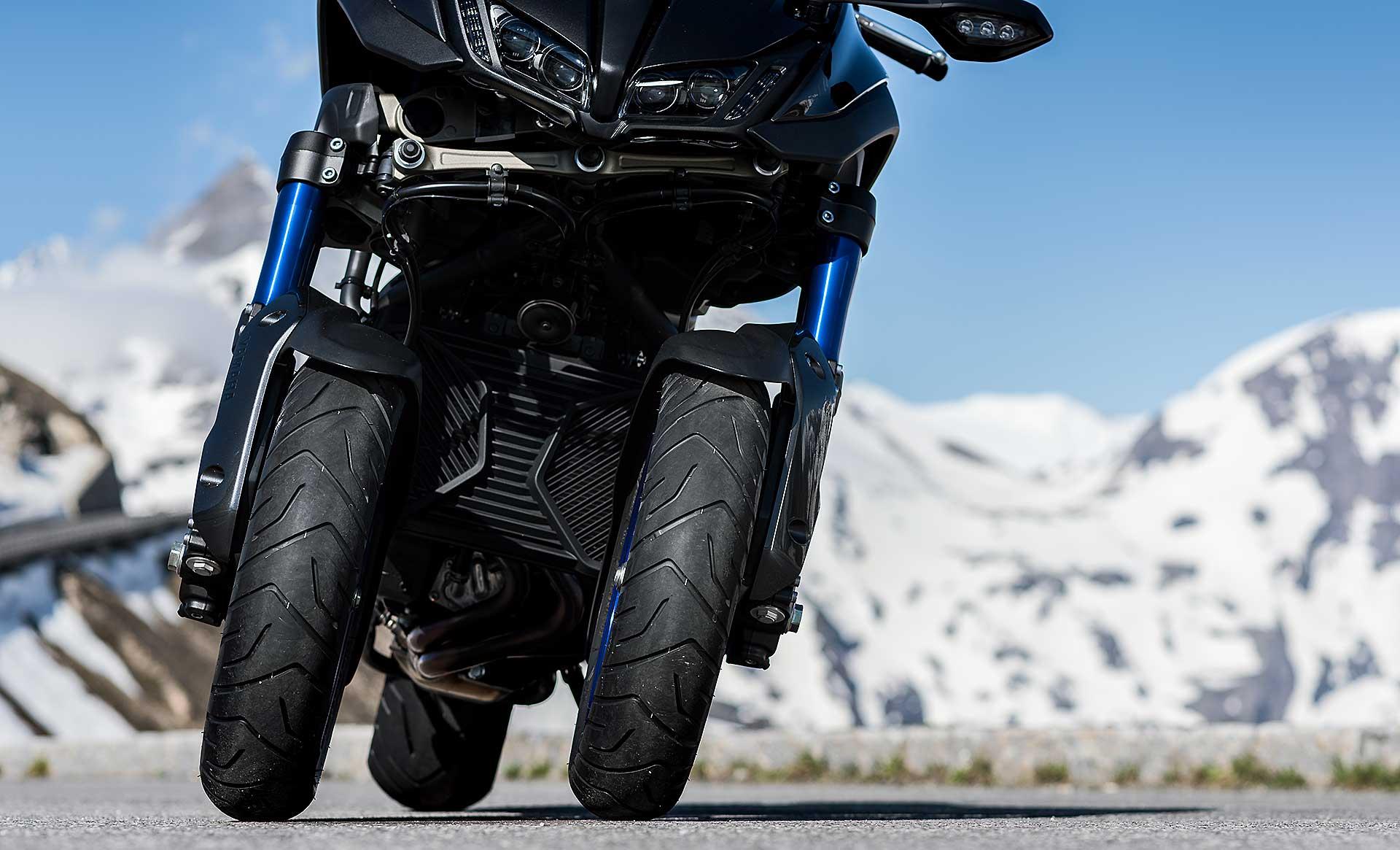 Yamaha Niken dettaglio doppia ruota anteriore
