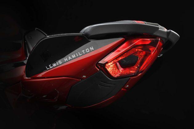 MV Agusta Brutale 800 RR LH44 dettaglio Lewis Hamilton e codino