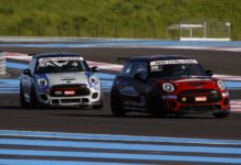 MINI Challenge 2018 Paul Ricard in curva con sole in pista