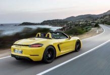 Porsche 718 Boxster GTS Gialla camera car fondo mare