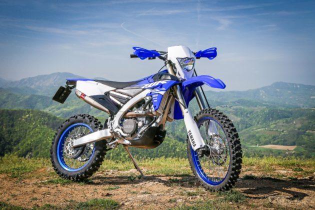 Yamaha WR250F 3/4 laterale destra statico