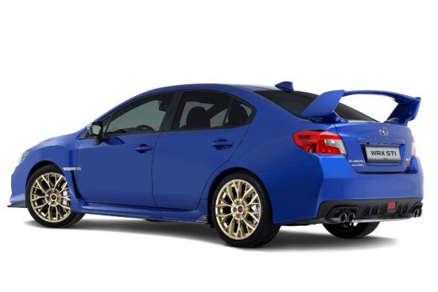 Subaru Impreza 3/4 laterale posteriore sinistra statica blu con cerchioni oro