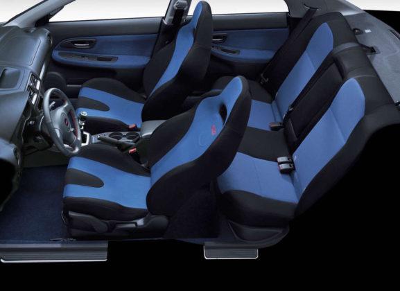 Subaru Impreza dettaglio sedili e posto di guida