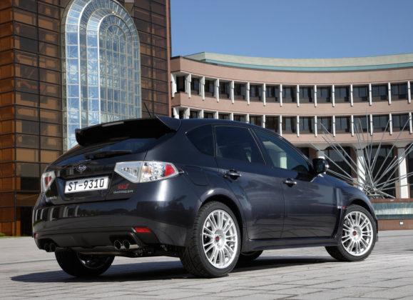 Subaru Impreza 3/4 laterale posteriore nera statica