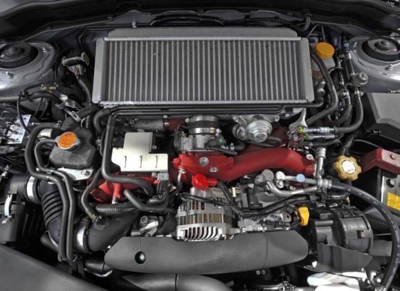 Subaru Impreza dettaglio frontale motore