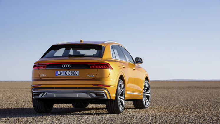 Audi Q8 posteriore statico dragon orange