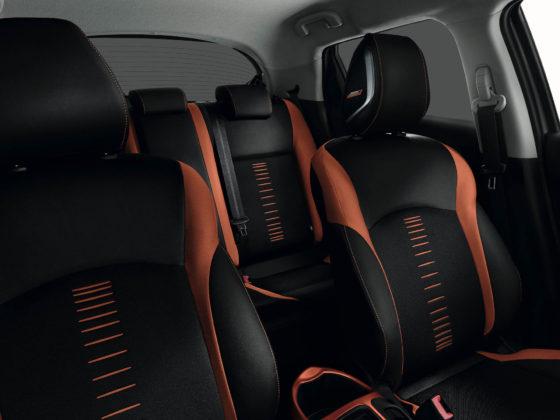 Nissan Juke 2018, sedili con inserti arancione