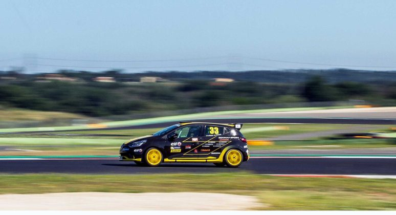 Renault Clio Cup 2018 laterale in gara