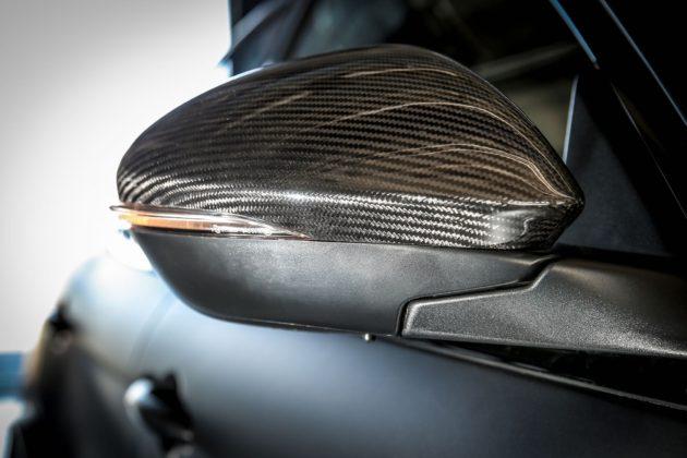 Alfa Romeo Giulia NRING con coppe degli specchietti in carbonio