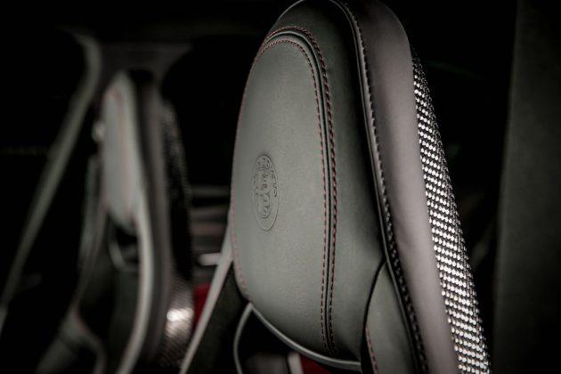 Alfa Romeo Giulia NRING con sedili sportivi con guscio in carbonio