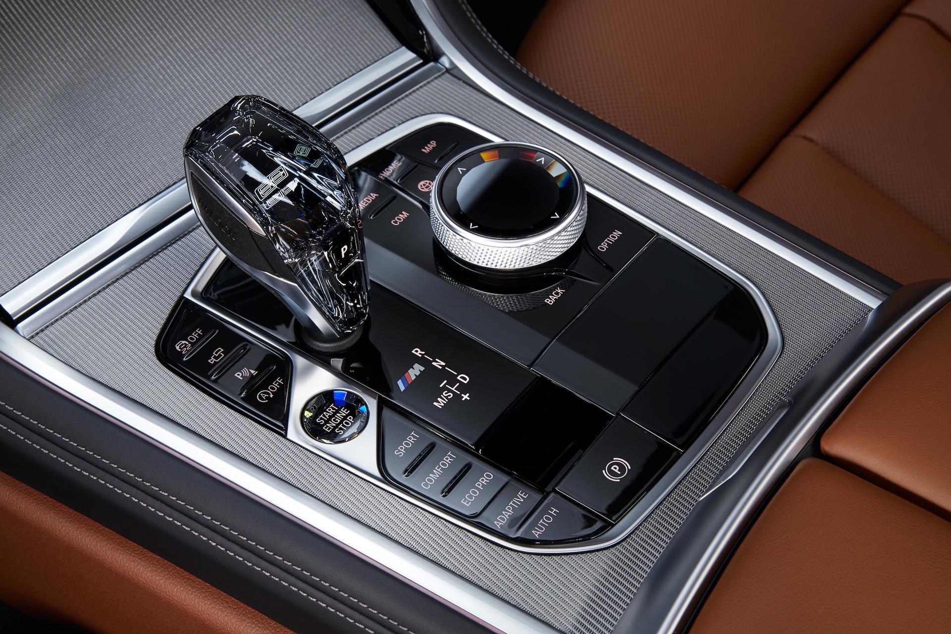 BMW Serie 8 Coupé dettaglio leva cambio