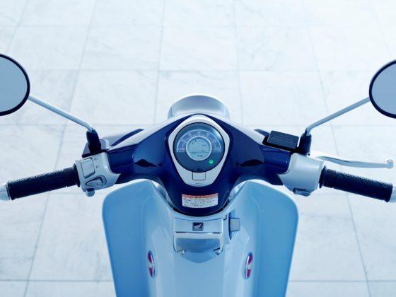 Honda Super Cub C125, still life particolare manubrio