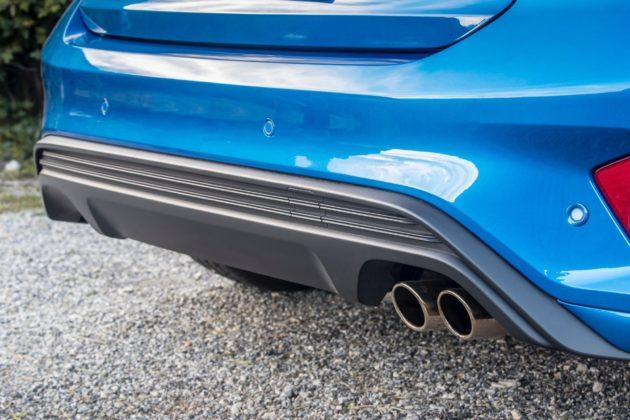 Ford Focus 2019 St-Line con doppio terminale di scarico