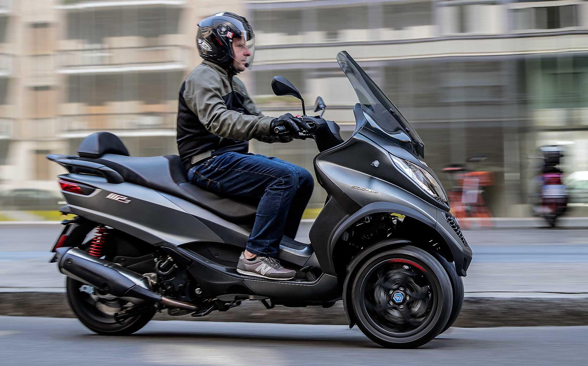 Moto e scooter quando due ruote non bastano ecco i for Moto usate in regalo
