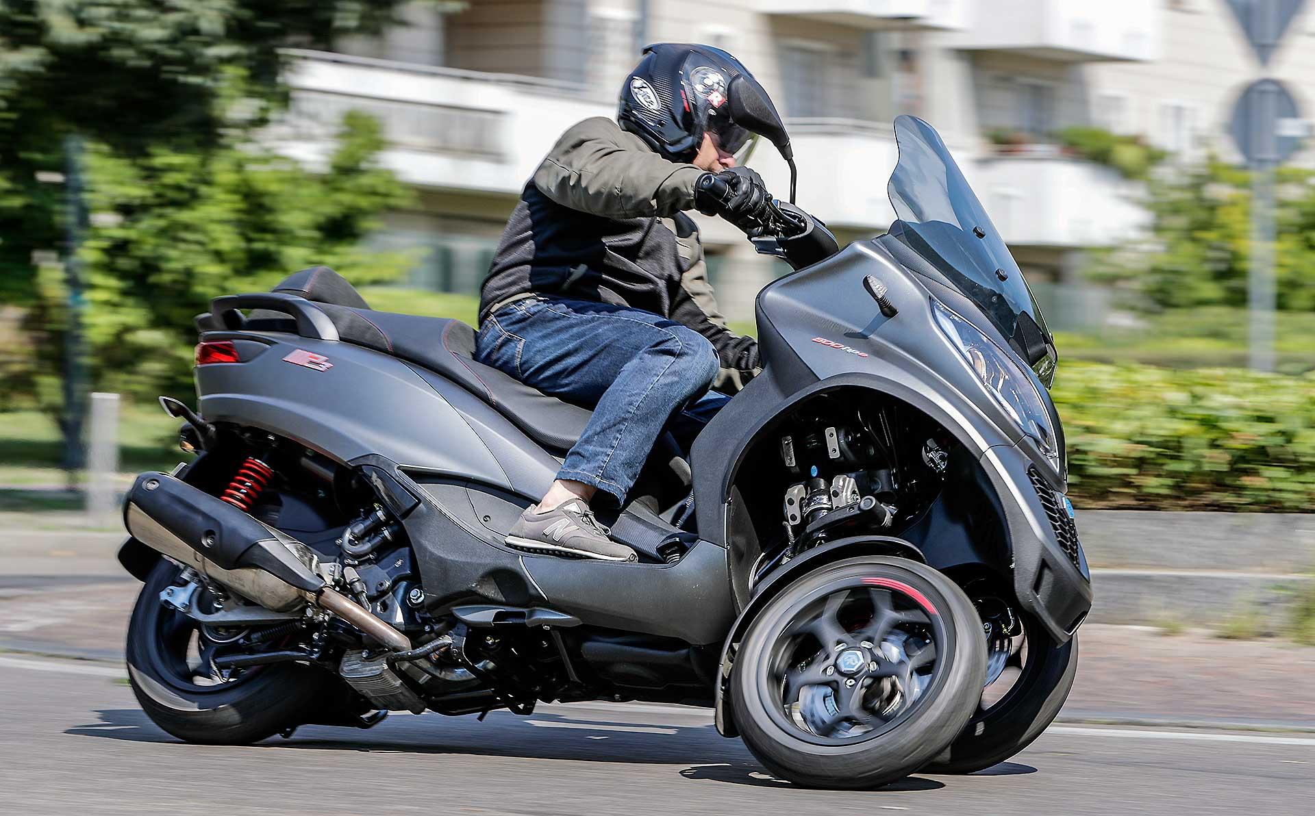 prova piaggio mp3 500 hpe sport 2018 in sella al nuovo tre ruote piaggio. Black Bedroom Furniture Sets. Home Design Ideas
