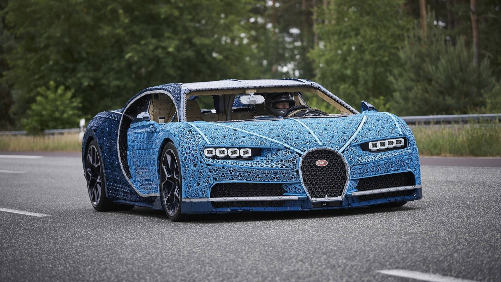 bugatti chiron la supercar di lego che si pu guidare. Black Bedroom Furniture Sets. Home Design Ideas