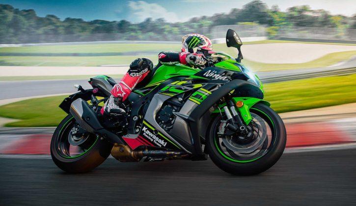 Kawasaki Ninja ZX 10R 2019 movimento in pista con Jonathan Rea