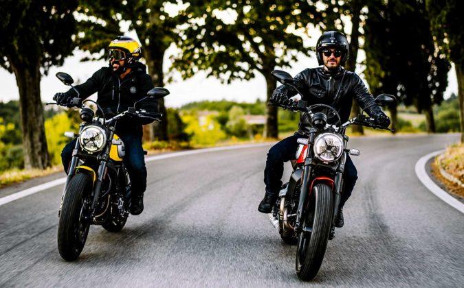 Ducati Scrambler icon 800 2019 movimento in coppia