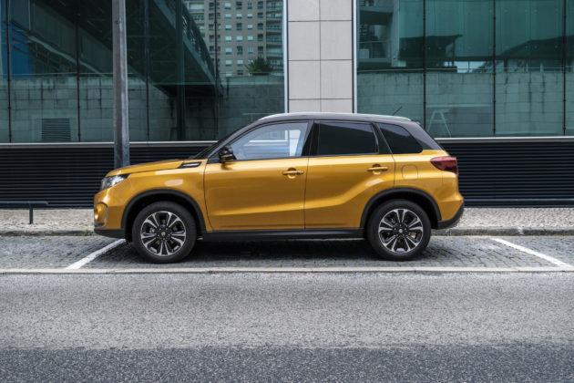 Suzuki Vitara 2018 gialla fiancata