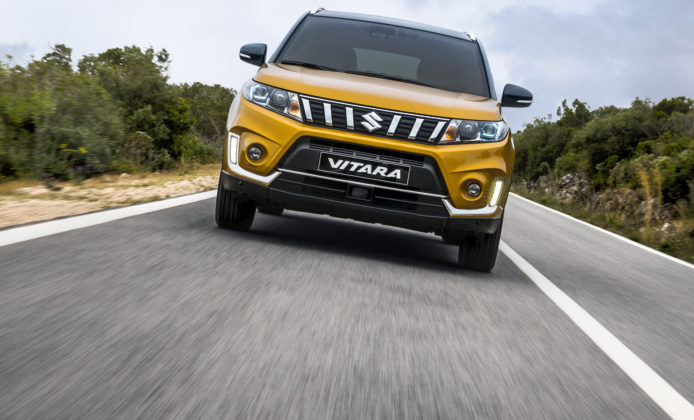 Suzuki Vitara 2018 gialla frontale