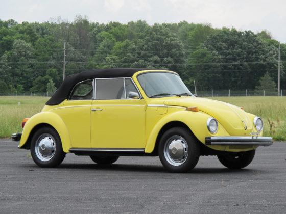 Volkswagen Maggiolino 1970, giallo cabriolet