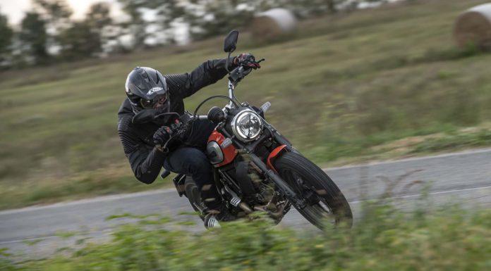 Ducati Scrambler 800 Icon 2019 piega