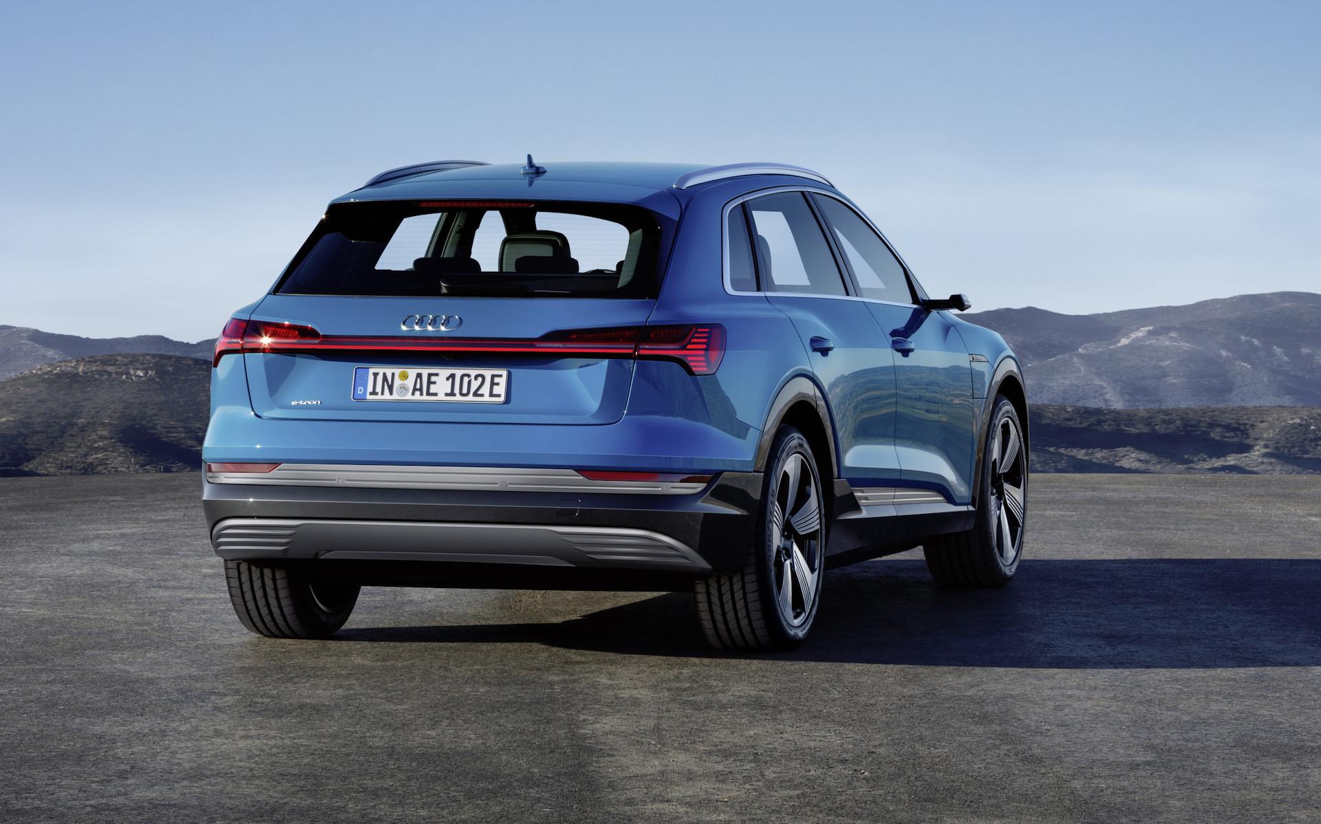 Audi e-tron blu 3/4 posteriore