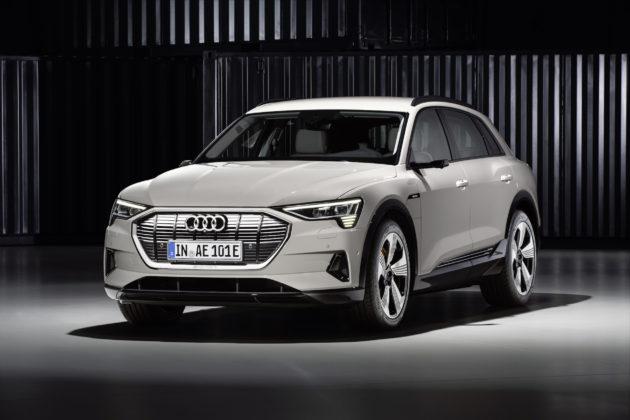 Audi e-tron bianca frontale