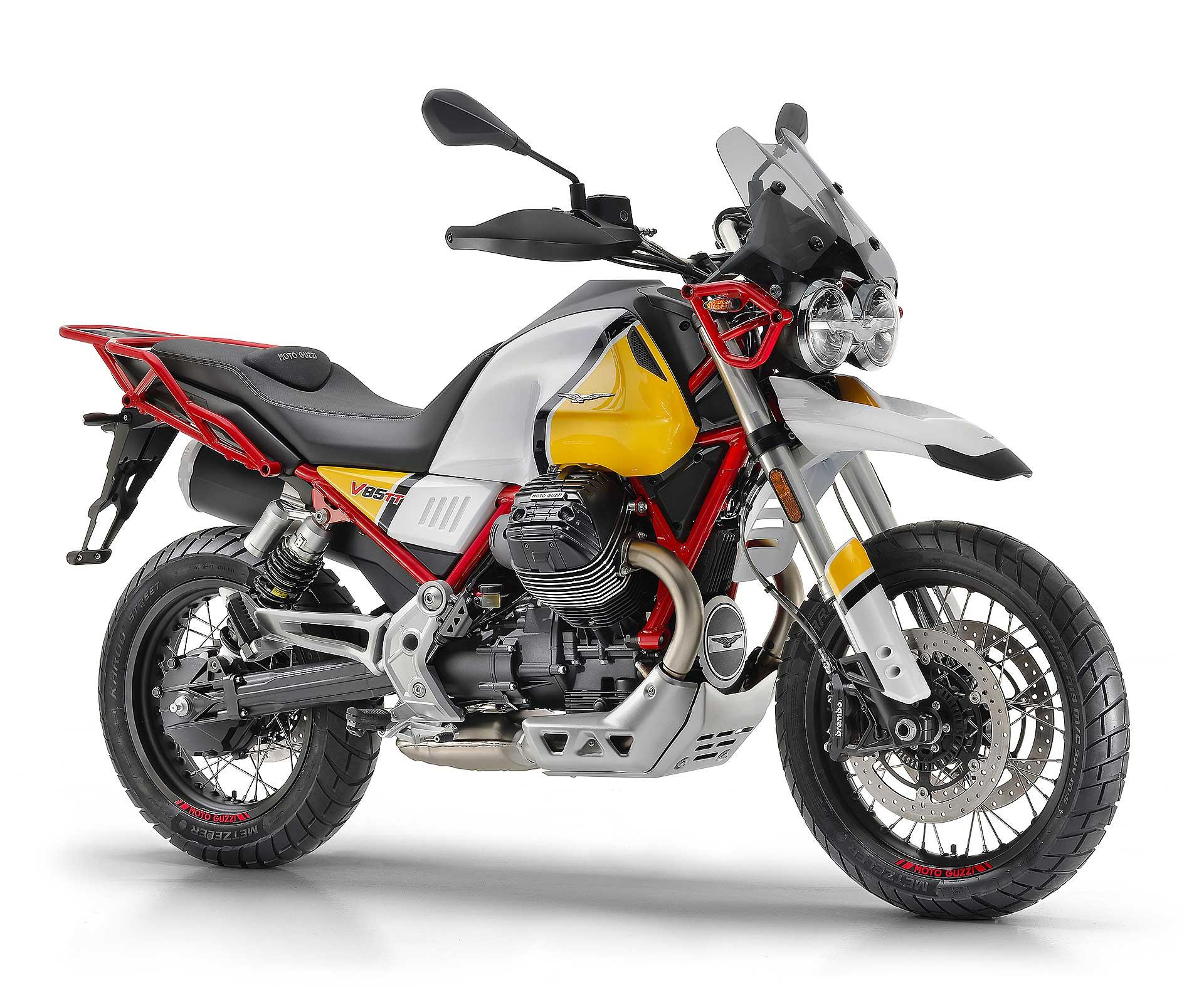 Moto Guzzi V85 TT gialla e rossa 3/4 anteriore fondo bianco