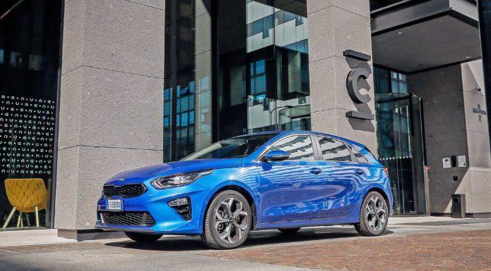 KIA CEED 2019 Hatchback blu statica 3/4 anteriore
